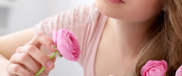 魅力的な唇は恋を引き寄せる?年齢別にみるリップカラーの選び方